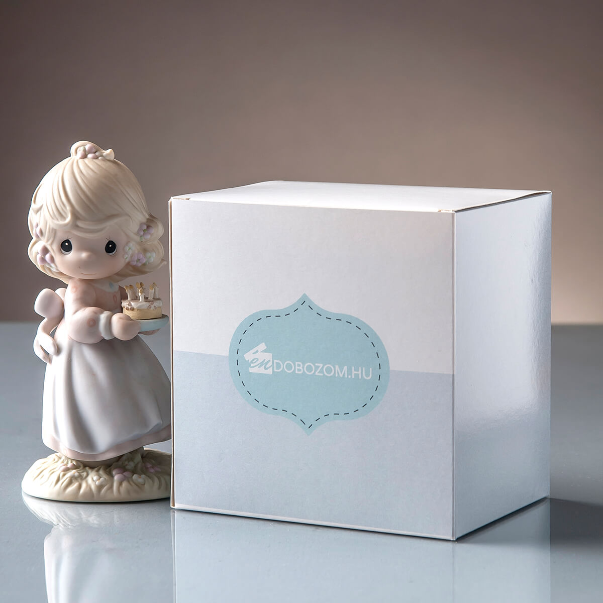önzáró aljú bedugófüles doboz ajándék csomagoláshoz