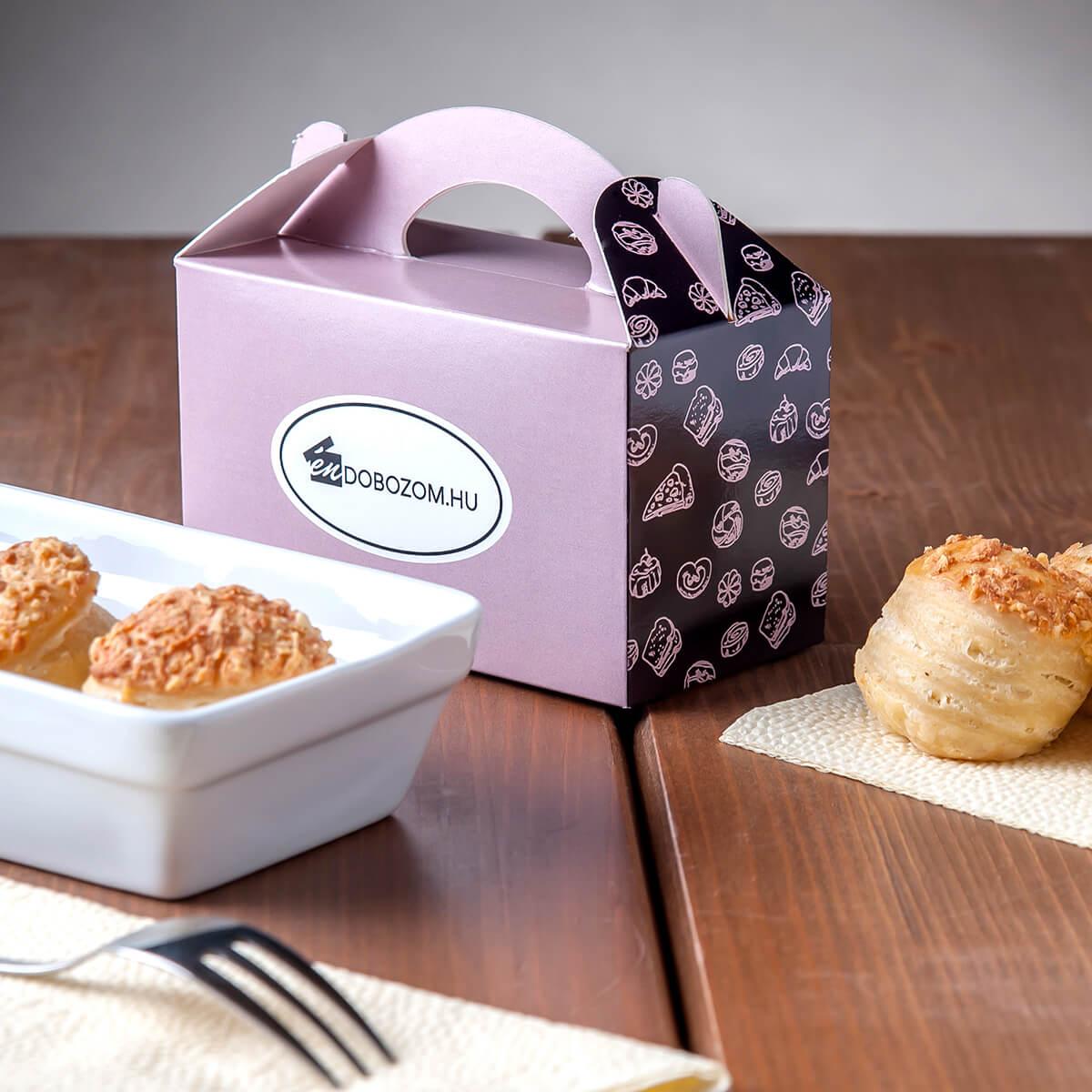 piskótafüles doboz sós süteménnyel