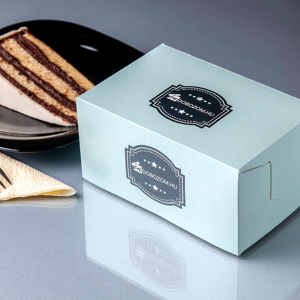 Süteményes doboz tortával