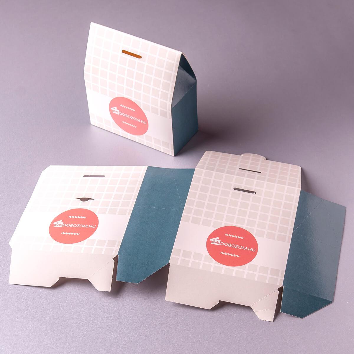 Tető formájú doboz lapra szerelve